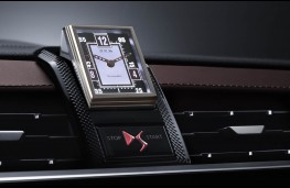 DS 7 Crossback, clock
