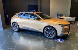 Land Rover Discovery Sport e-Capability, side