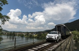 Land Rover Discovery Sport, pulling train 2