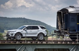 Land Rover Discovery Sport, pulling train 1