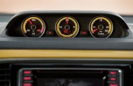 Volkswagen Beetle Dune Cabriolet, dials