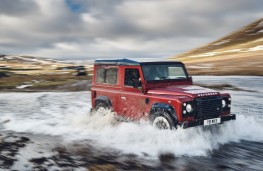 Land Rover Defender Works V8 70th Anniversary, 2018, wading