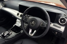 Mercedes-Benz E220 d, dashboard