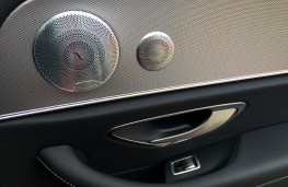 Mercedes-Benz E220 d, Burmester sound system door speaker