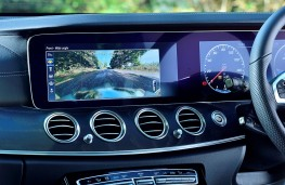 Mercedes-Benz E-Class Estate, 2017, display screen