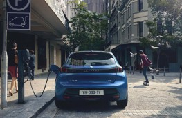 Peugeot e-208, 2019, rear, charging