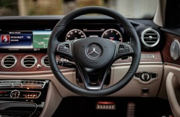 Mercedes-Benz E350 d 4Matic All-Terrain, 2017, dashboard