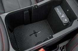 Jaguar E-Pace, 2017, centre console