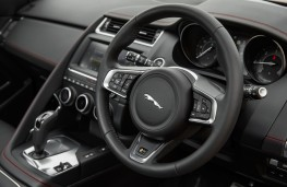 Jaguar E-Pace First Edition, 2017, dashboard