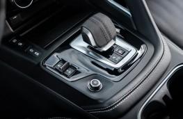 Jaguar E-Pace P300e, 2021, gear lever