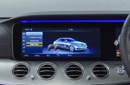 Mercedes-Benz E 220d AMG Line, 2016, display screen