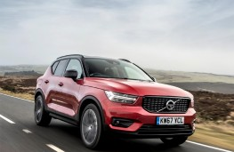 Volvo XC40, upright