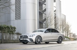 Mercedes-Benz E 300 de, 2019, side