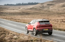 Volvo XC40, rear, action