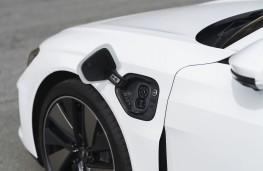 Audi e-tron GT, 2021, charging point