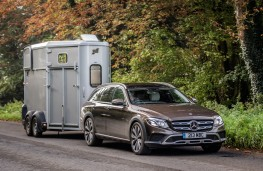 Mercedes-Benz E350 d 4Matic All-Terrain, 2017, towing horsebox