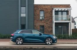 Audi e-tron, side