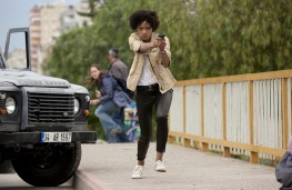 Eve Moneypenny (Naomie Harris) and Land Rover Defender in Skyfall