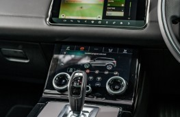 Range Rover Evoque, 2019, gear lever and console