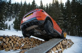 Range Rover Evoque Convertible, axle twist, mid air