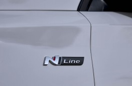 Hyundai i30 Fastback N Line, 2018, badge