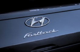Hyundai i30 Fastback, 2018, badge