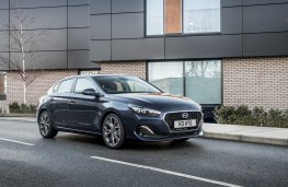 Hyundai i30 Fastback, 2018, side