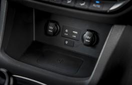Hyundai i30 Fastback N, 2019, phone charging pad