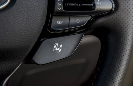 Hyundai i30 Fastback N, 2019, N mode button