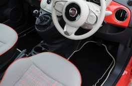 Fiat 500 Lounge, front seat