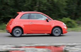 Fiat 500 Lounge, side action
