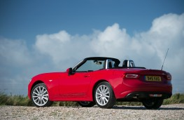 Fiat 124 Spider, rear quarter