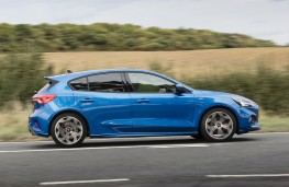 Ford Focus ST-Line, 2018, side