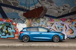 Ford Focus ST 5-door, side