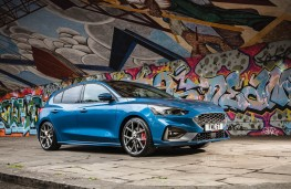Ford Focus ST 5-door, front