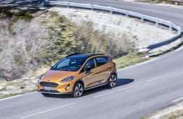 Ford Fiesta Active front threequarter action