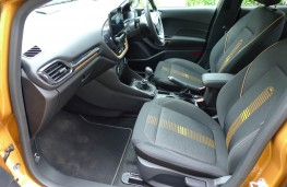 Ford Fiesta Active, front seats
