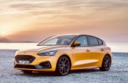 Ford Focus ST 2019 front threequarters