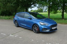 Ford Focus ST Estate, front static 1