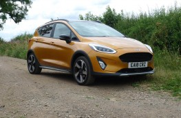 Ford Fiesta Active, front static 2