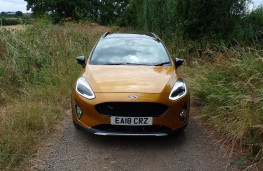 Ford Fiesta Active, full front static