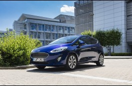 Ford Fiesta blue, front static 3