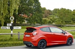 Ford Fiesta Red Edition, side static