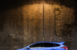 Ford Focus RS, moody street lighting