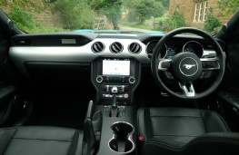 Ford Mustang 5.0 V8 GT, dashboard