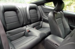 Ford Mustang 5.0 V8 GT, rear seats
