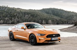Ford Mustang 2018 front  threequarter static