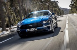 Ford Mustang 2018 head on