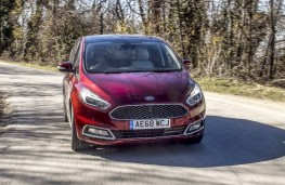 Ford S-Max Vignale 2019 front action