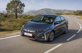 Toyota Prius PHV, 2017, front, action